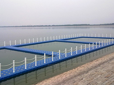 Fish Farm floats in Shandong