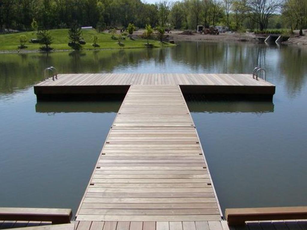 A wooden dock at the Moeke Rhenen