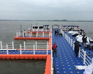 Floating marina dock