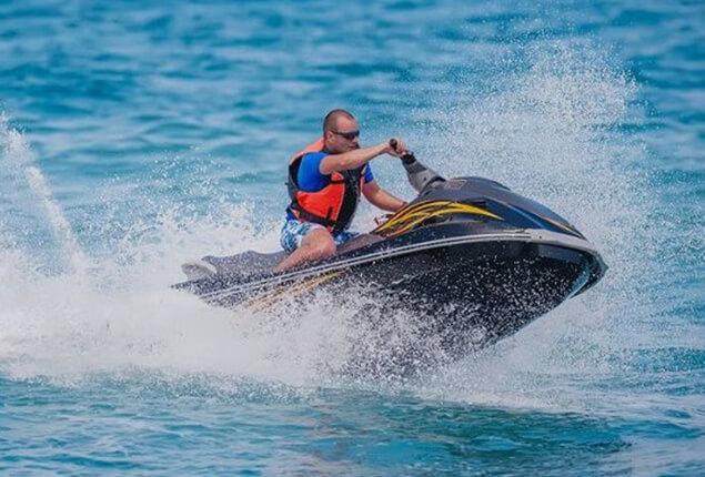 Jet ski/waverunner driving