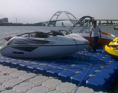 Sailing floating dock