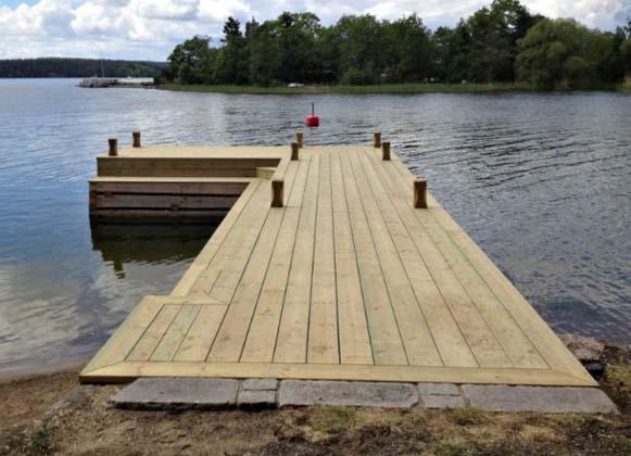 L-shaped wooden lake dock