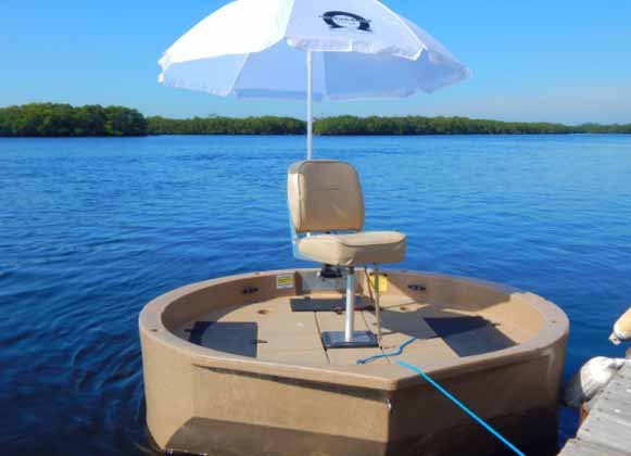 A boat seat fitted with an umbrella