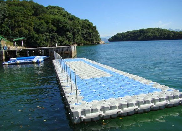 Floating Dock Reinforced with Metal