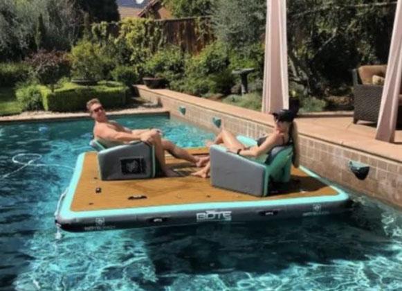 Floating picnic